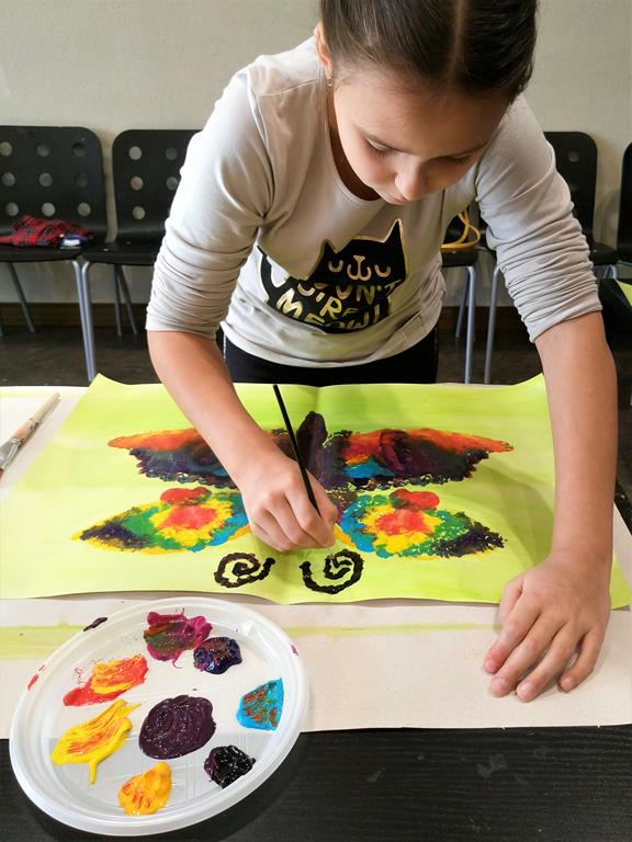 Painting workshops during school holidays title=