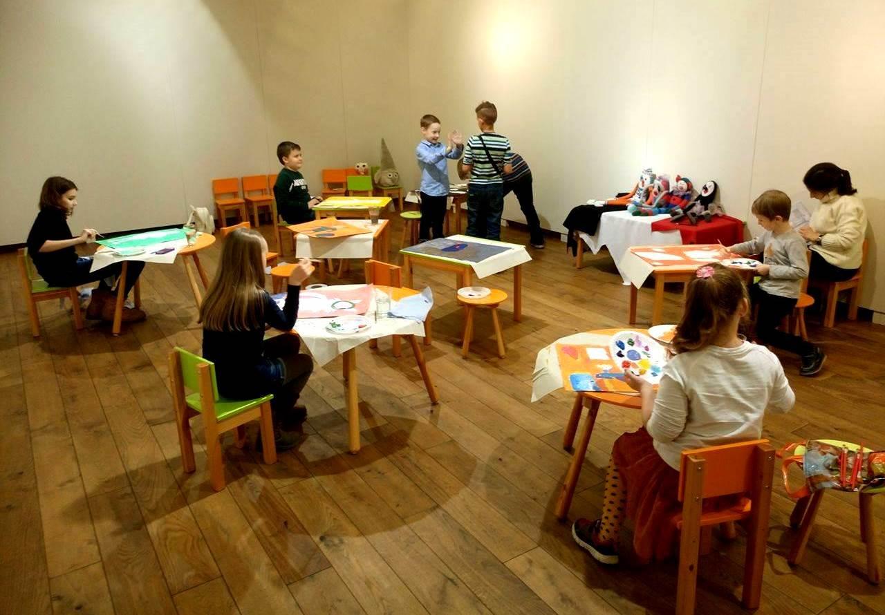 Gleznošanas darbnīca skolas brīvlaikā