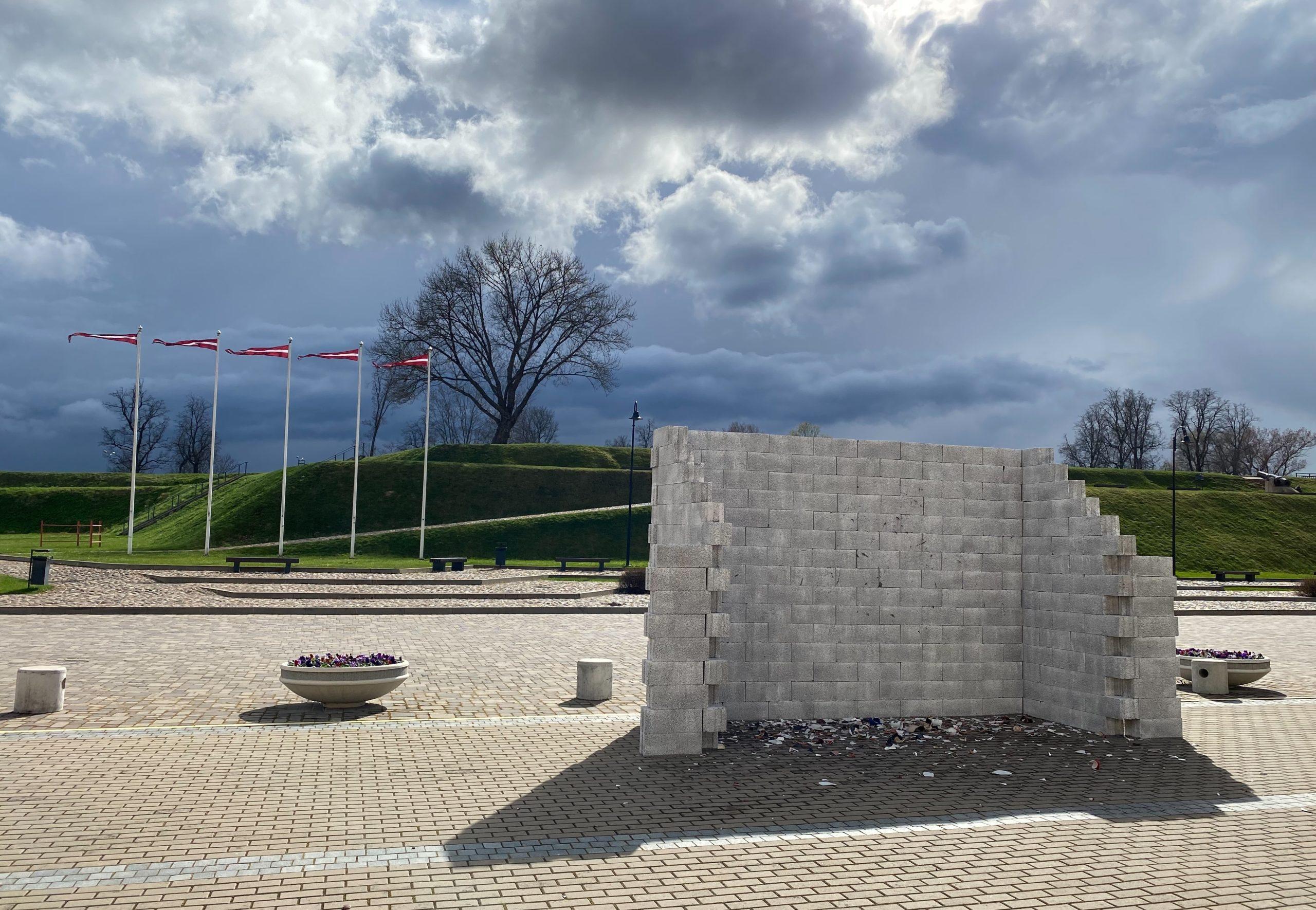 Izlādes-uzlādes siena