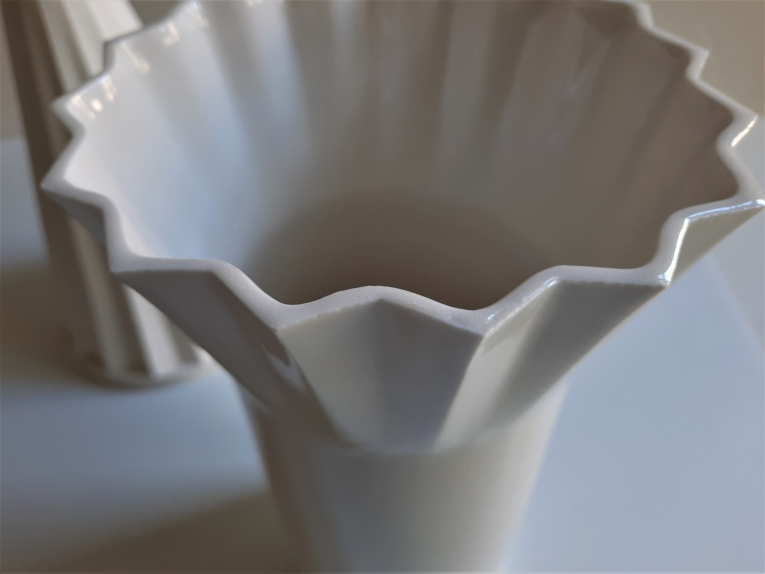KOPĀ: Rīgas Dizaina un mākslas vidusskolas keramikas nodaļas izstāde