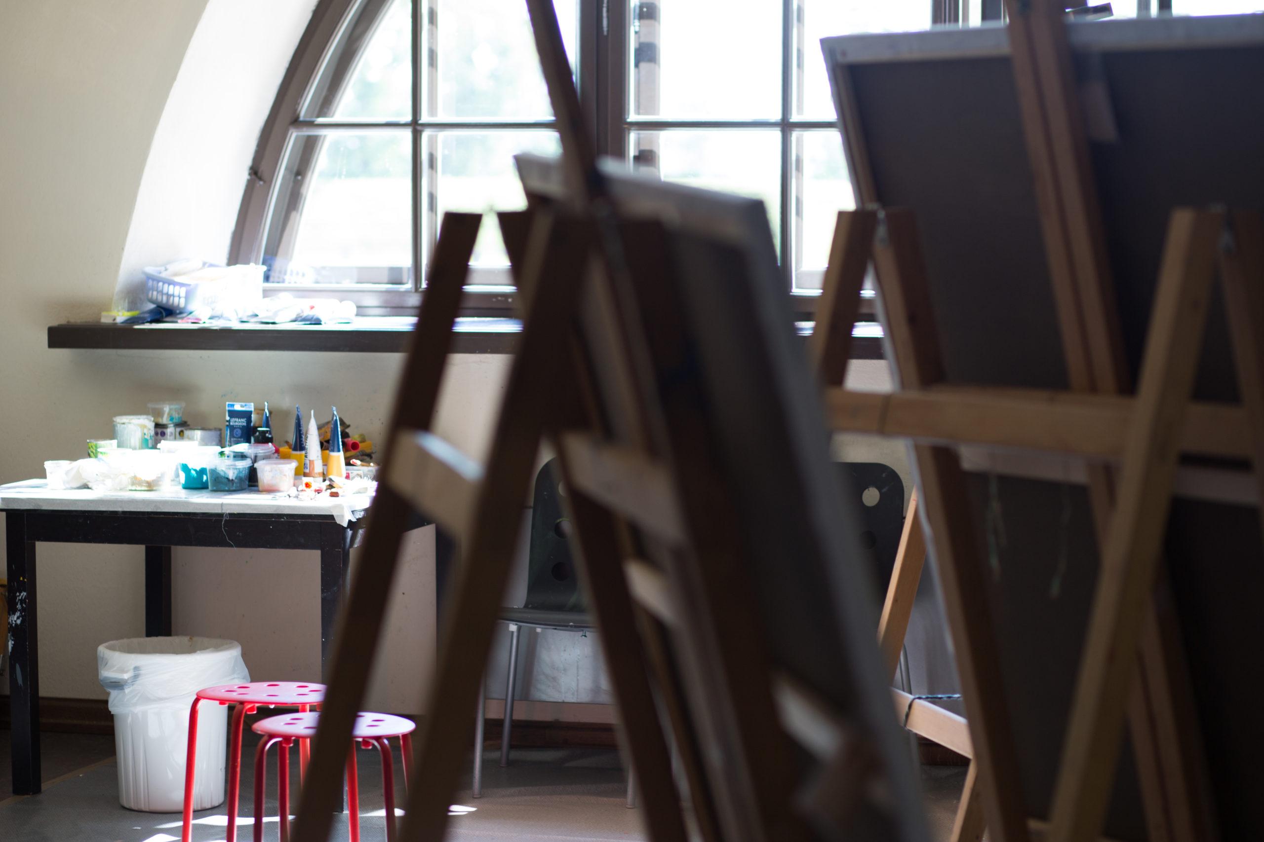 """Glezniecības simpozijs """"Silva Linarte"""" pulcē Latvijas un ārvalstu māksliniekus"""