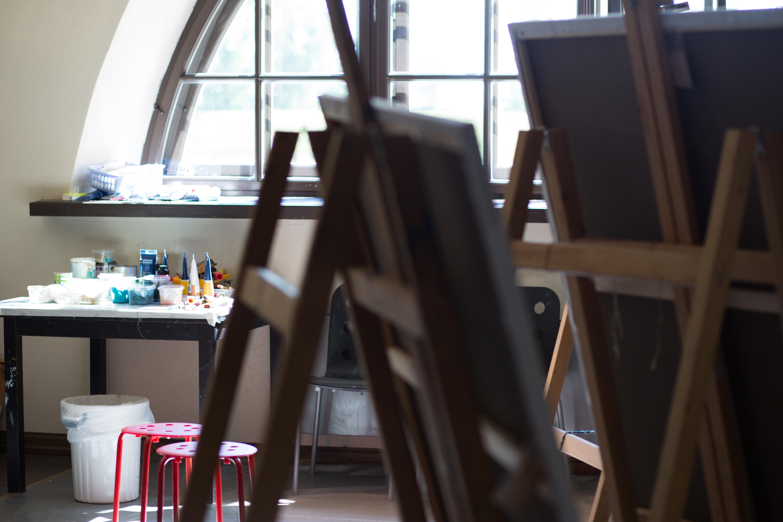 Симпозиум живописи имени Силвы Линарте собрал латвийских и зарубежных художников в Центре Ротко