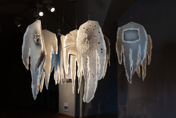 Destrukcija un radīšana: Mārītes Klušas performance un meistarklase Daugavpils Marka Rotko mākslas centrā