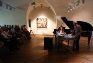 Rotko centrā atzīmēja mākslinieka Marka Rotko 115 gadu jubileju 2